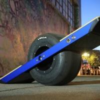 Новая игрушка для взрослых — электромеханический одноколесный скейт